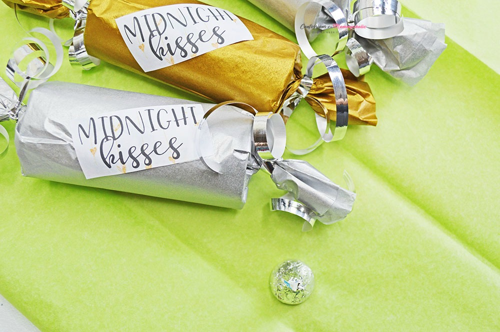 New Year's Eve Midnight Kisses Party Favor Horizontal 2