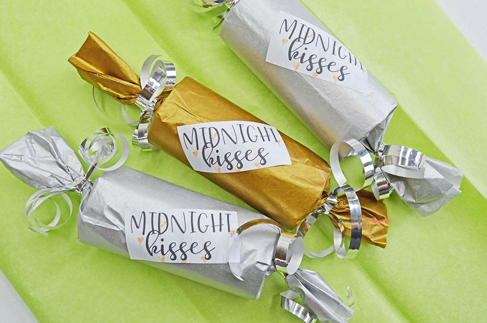 New Year's Eve Midnight Kisses Party Favor Horizontal