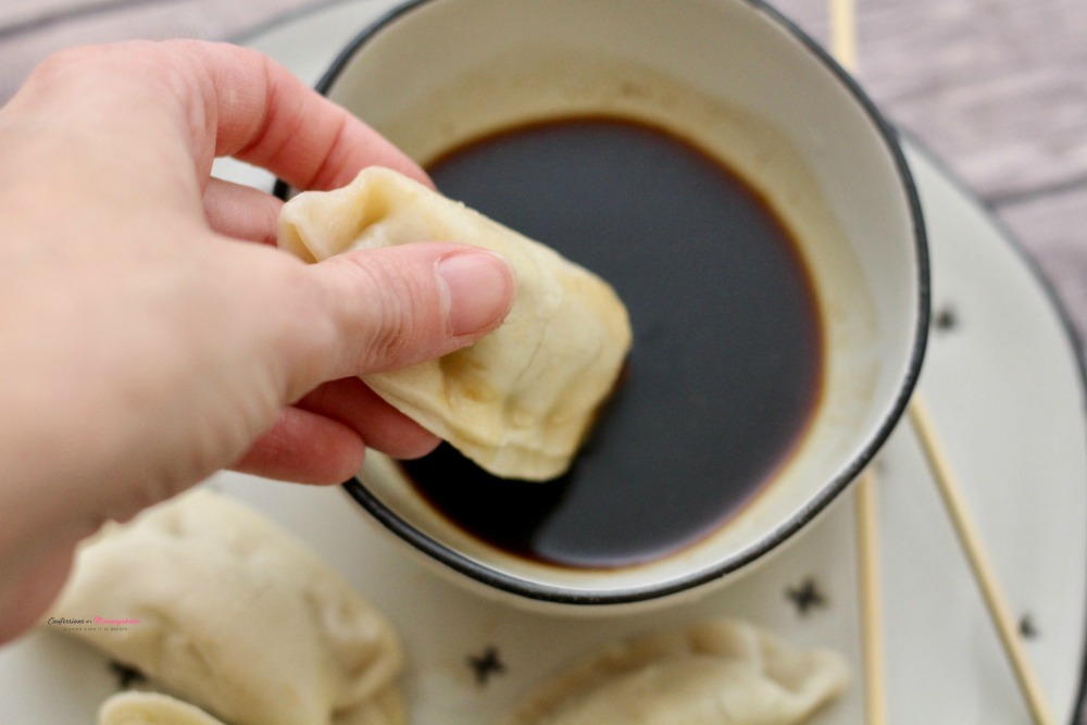 Dipping Ling Ling Potsticker
