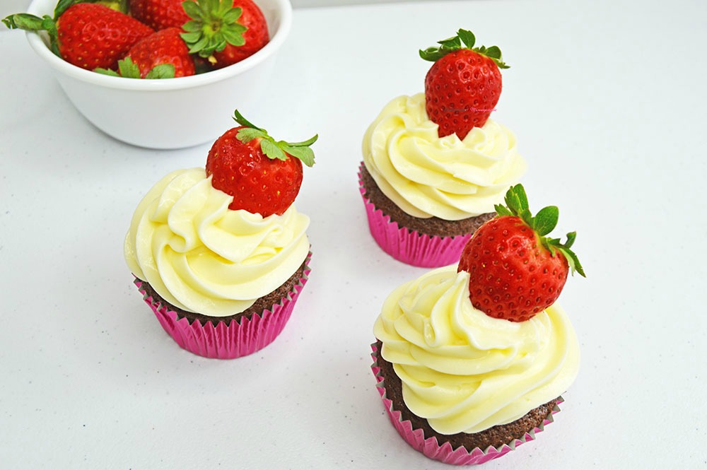 Horizontal for Strawberry Cheesecake Cupcakes