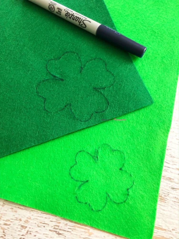 Four Leaf Clover Hair Clips Step 1