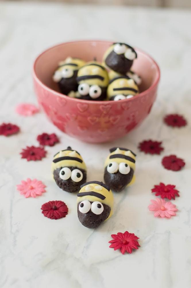 Bumblebee Oreo Truffles 7