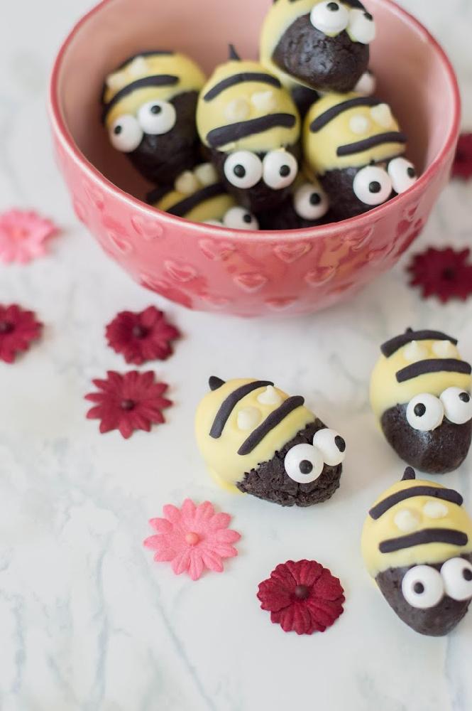 Bumblebee Oreo Truffles 8