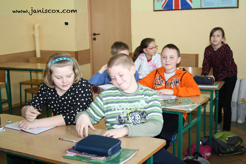 class-in-Poland-enjoying-Tadeo-Turtle-activities