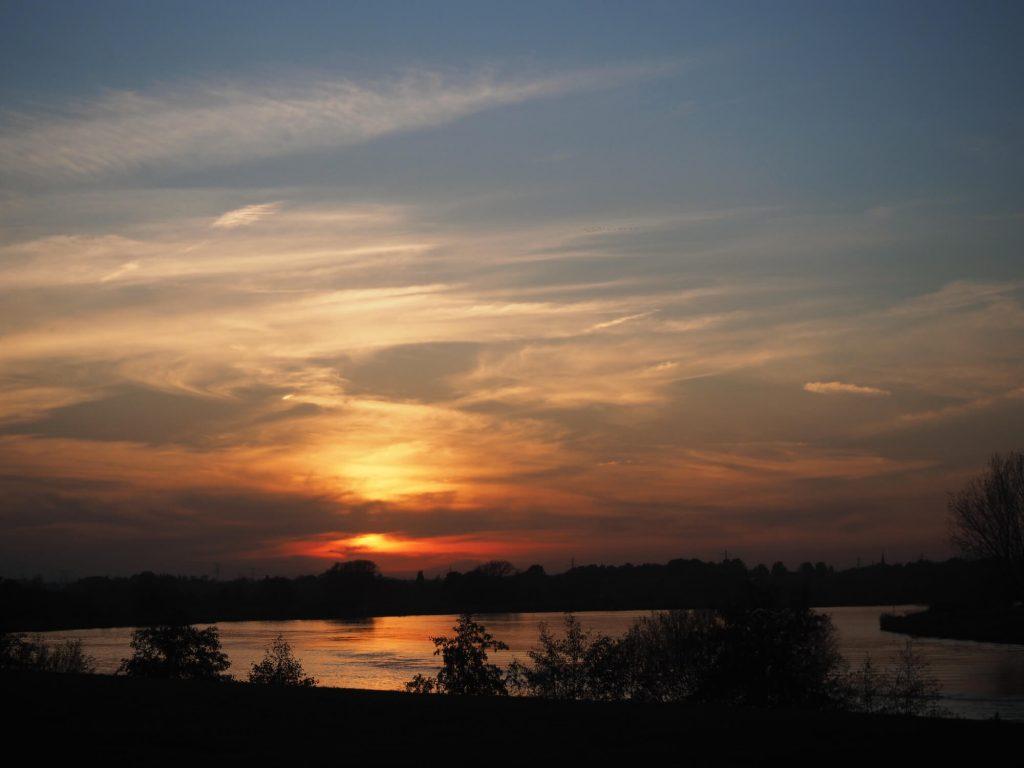 Maas zonsondergang
