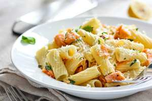 See this light lemon garlic salmon pasta recipe and more. 7 Garlic Recipes for the Garlic Lover - Happy Stylish Fit