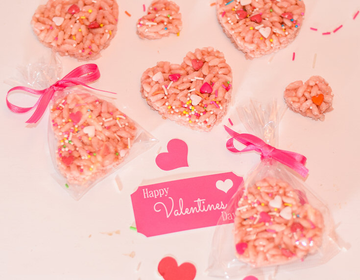 Valentine's Day toddler treats with these cute rice crispy hearts