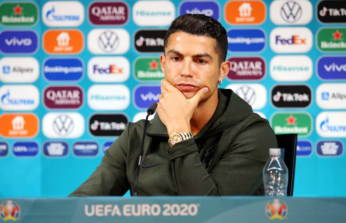 Cristiano Ronaldo removed the Coca Cola bottle from his desk during the press conference, the company lost 30 thousand crores