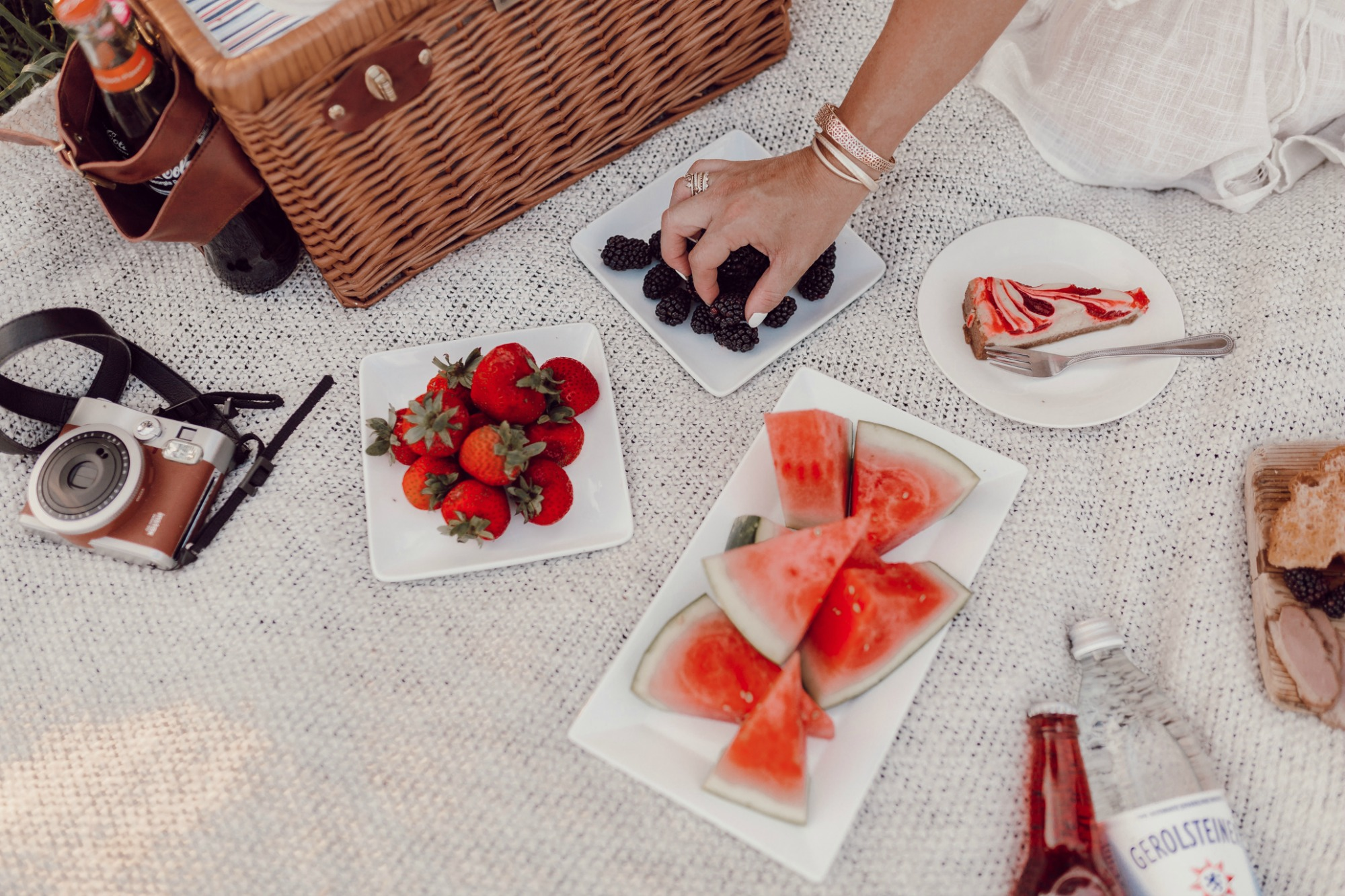 Simple ideas for a Labor Day picnic on JanuaryHart.com