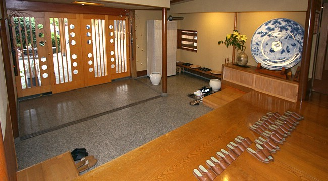 Indoor Etiquette  good manners in the Japanese house