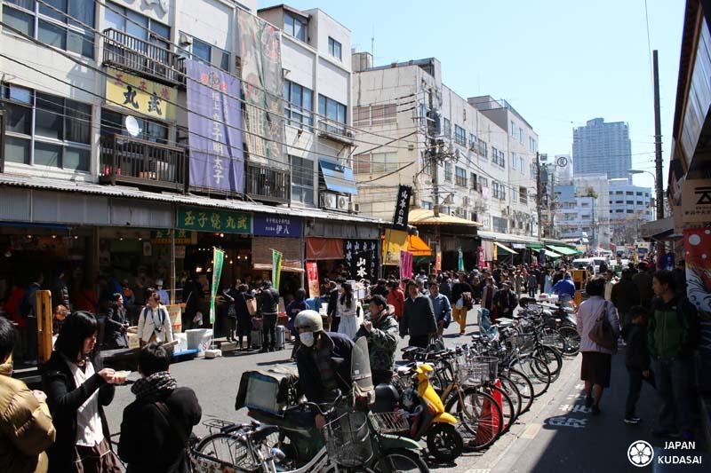 Commerces aux alentours du marché de Tsukiji.