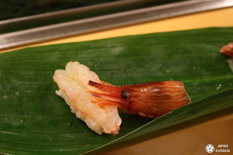 Sushi de crevette locale à Tsukiji.