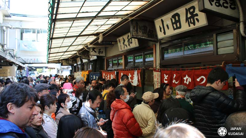 File d'attente devant les restaurants de Tsukiji.