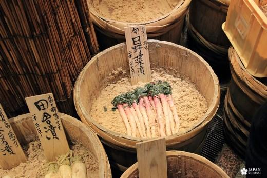 kyo-yasai au nishiki market (daikon long et fin)