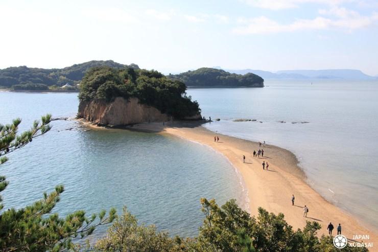 L'île de Shodoshima est très célébre pour la bande de sable Angel road, située juste à côté de Tonosho port.