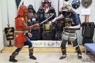 Porter une armure de samourai au musée Watanabe