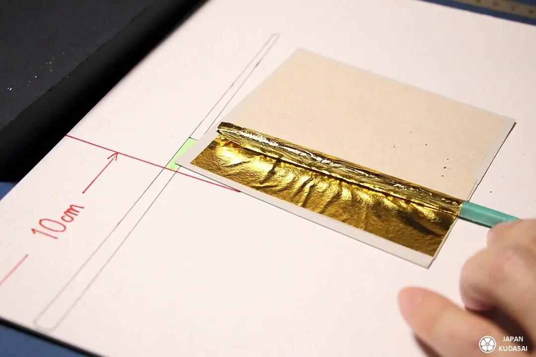 Atelier touristique Hakuza : fabrication de baguettes japonaises à la feuille d'or avec un professeur