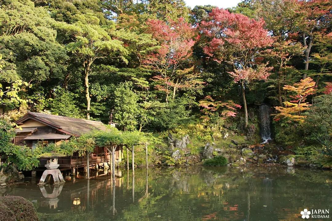 Hisago-ike kenrokuen tea house