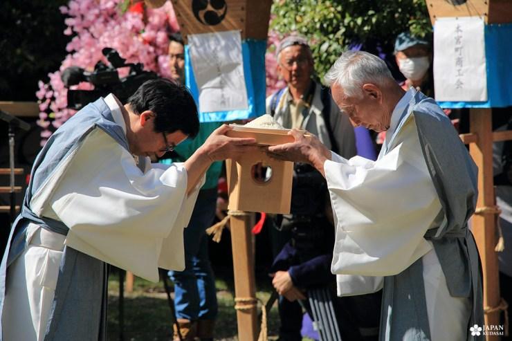 cérémonie shinto au sanctuaire kumano hongu taisha