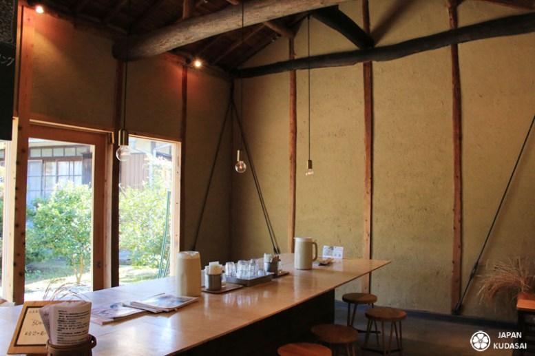 Morikuni bakery, la boulangerie ou on cuisine avec du sake kazu à Shodoshima - déco sympa.