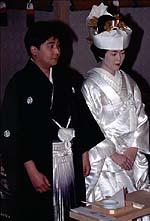 Seorang pengantin laki-laki di Jepang dan kimono