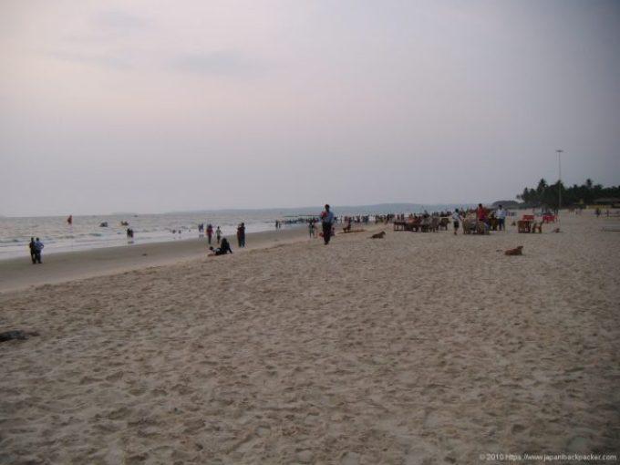 コヴァーラムビーチのインド観光客