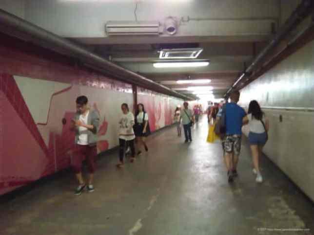 ホンハム駅に行く地下道
