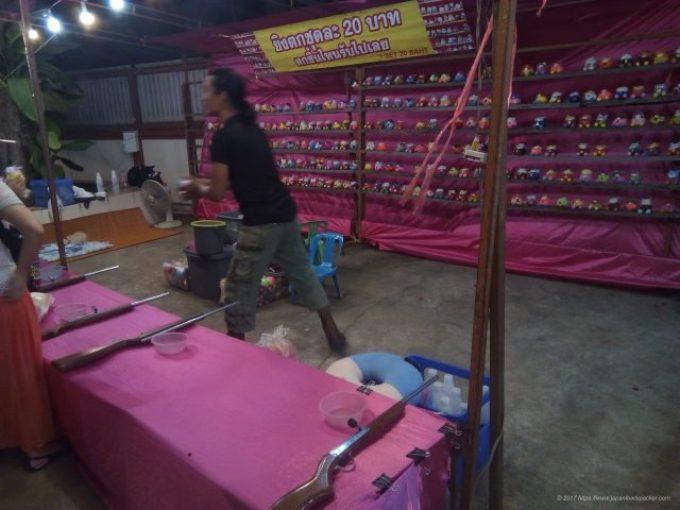 チェンマイのサタデーマーケットのテキヤ