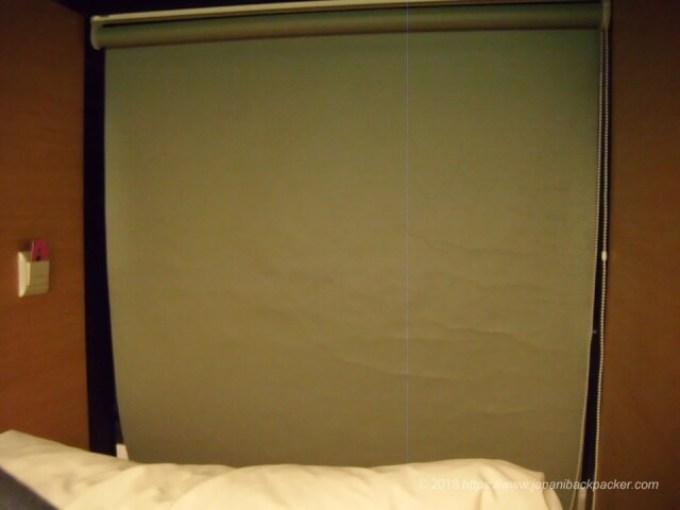 カプセル バイ コンテナホテルのカーテン