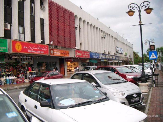 ガドン地区の店