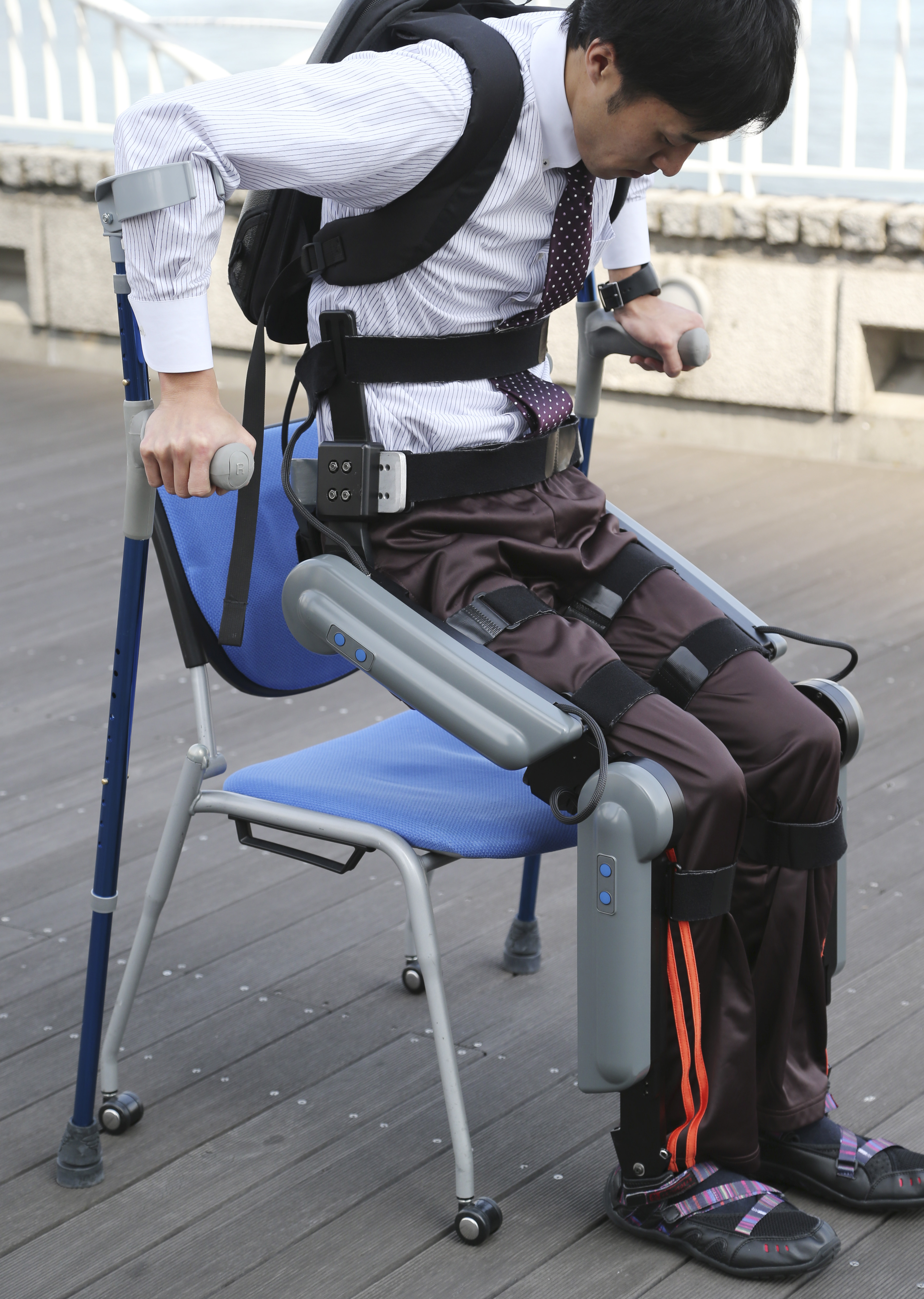 chair helps you stand up danish modern chairs exoskeleton that paralyzed walk faces bureaucratic
