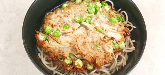 Kakiagesoba d'oignons et petit pois 玉ねぎとグリンピースのかき揚げ蕎麦