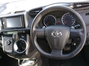 2013 Toyota Wish (Sunroof)