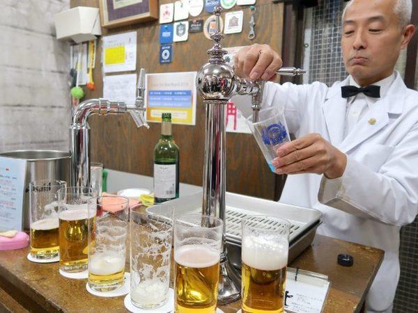 想去掉啤酒苦味? 日老師傅親傳「倒啤酒祕技」一罐喝出3種滋味- 日本風向球