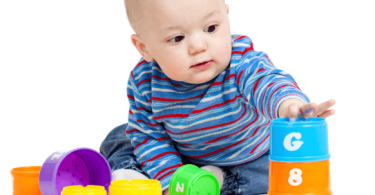 نصائح تساعد على اختيار ألعاب للرضيع حسب العمر