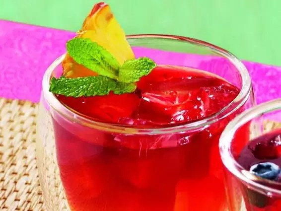 Chá de hibisco com abacaxi