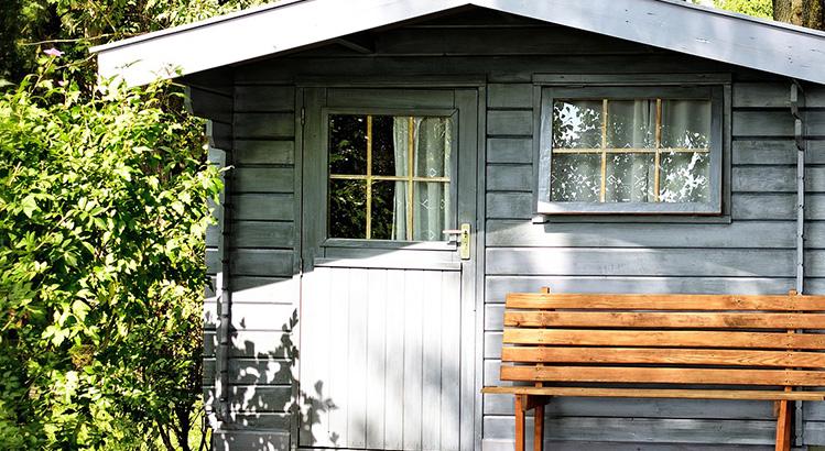 abri de jardin en bois en metal ou en