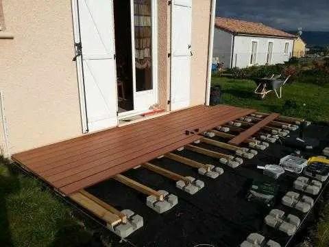 poser une terrasse composite sur plots