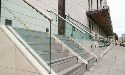 Installer des garde-corps en verre chez soi : est-ce une bonne idée?