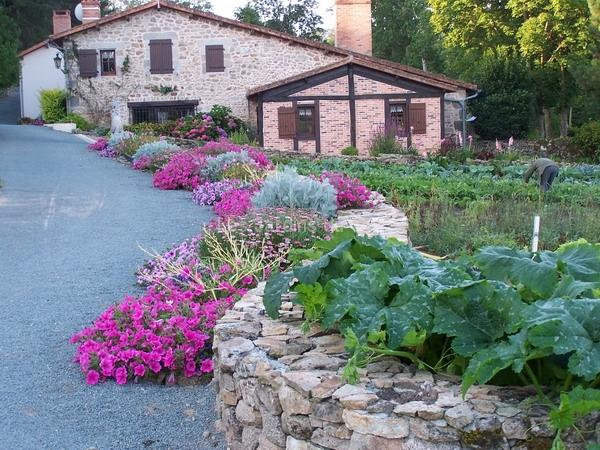 Allée fleurie - Les Jardins du Gué
