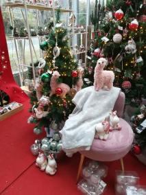 Décoration enfant pour Noël avec lama rose, licorne mignone et boules assorties en vente à la jardinerie Pradel Horticulture à Luchon
