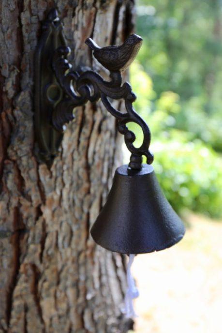campana di ghisa con uccellino
