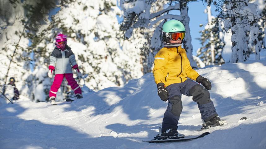 Children skiing Järvsöbacken