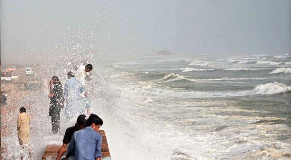 Sea View beach sealed for visitors in Karachi | Jasarat