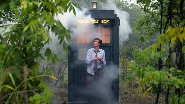 36811-doctor-who-eleven-and-his-tardis