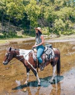 riding horses in broken bow riverman ranch