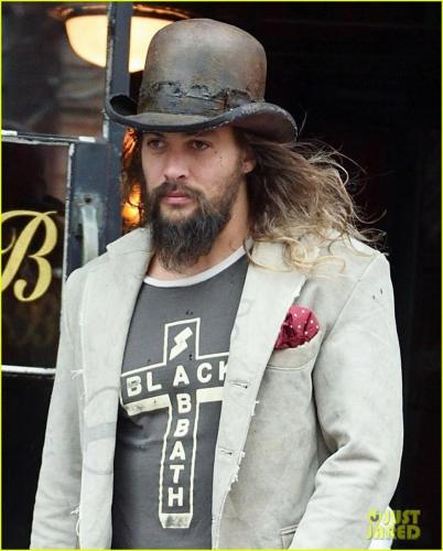 jason-momoa-shows-off-his-unique-style-while-out-to-lunch-with-lisa-bonet2-12