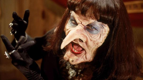 ANJELICA HUSTON IN THE WITCHES (1990)