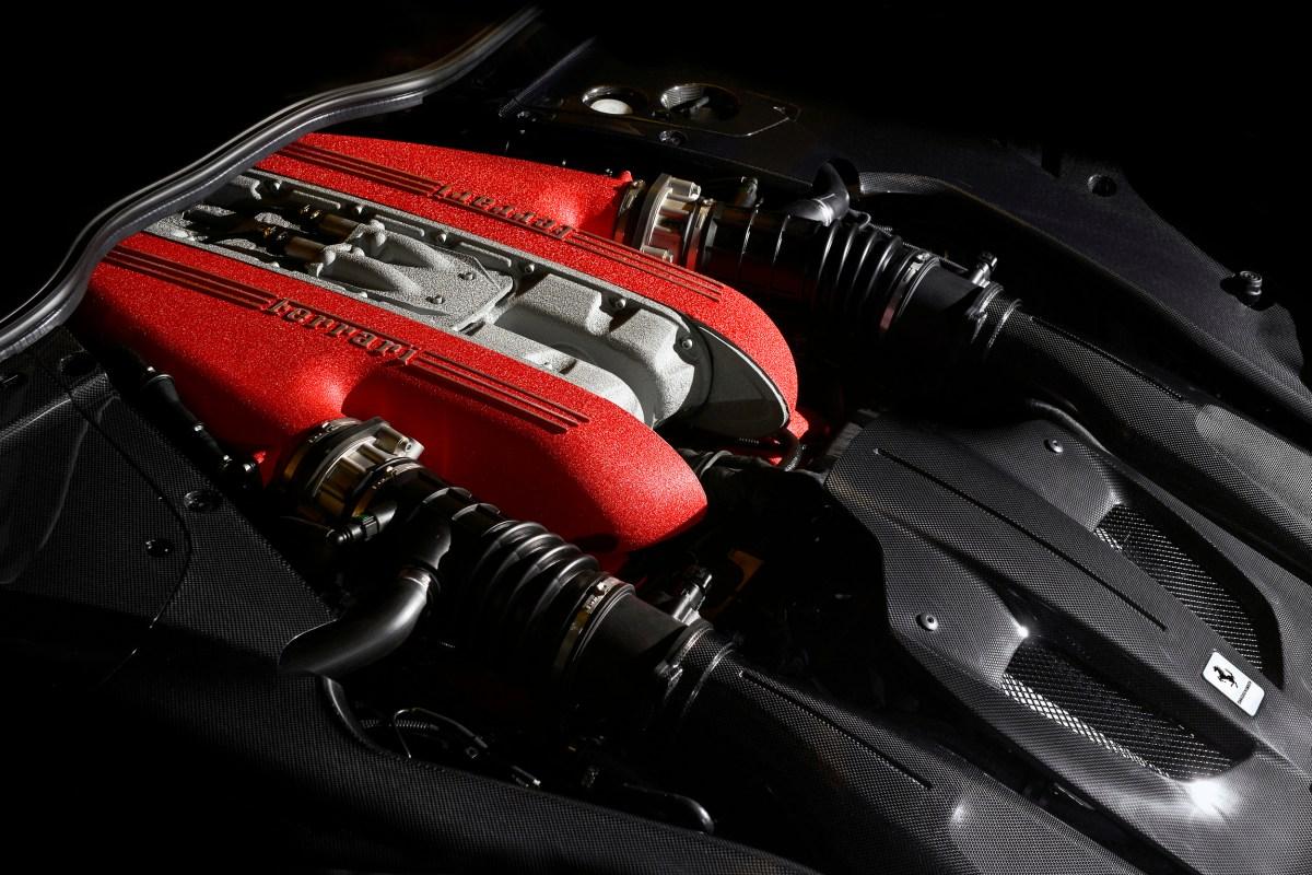 Nieuwe Ferrari F12 TdF Slide 7