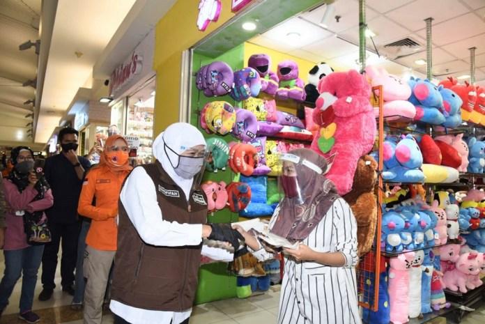 Turunkan Angka Penularan Covid-19 di Jatim, Forkopimda dan Pangkogabwilhan II Kembali Bagi-Bagi Masker di Surabaya